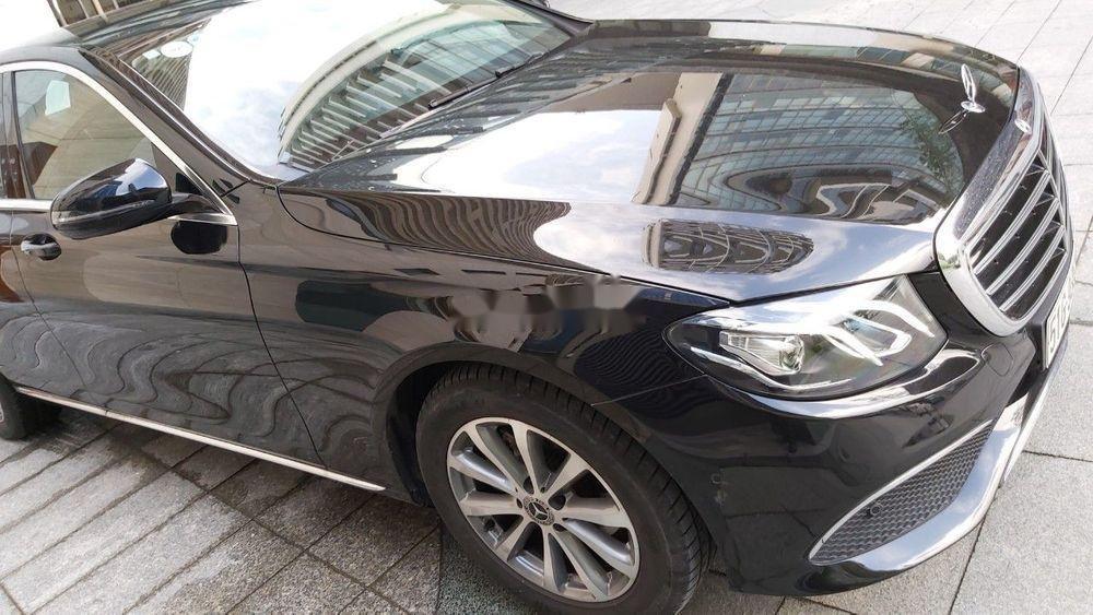 Cần bán xe Mercedes E class sản xuất năm 2018, màu đen còn mới (1)