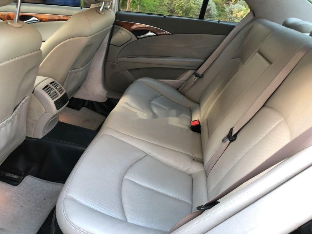 Bán xe Mercedes E class sản xuất năm 2004, giá chỉ 280 triệu (5)
