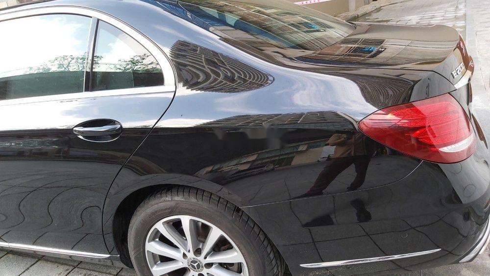 Cần bán xe Mercedes E class sản xuất năm 2018, màu đen còn mới (3)