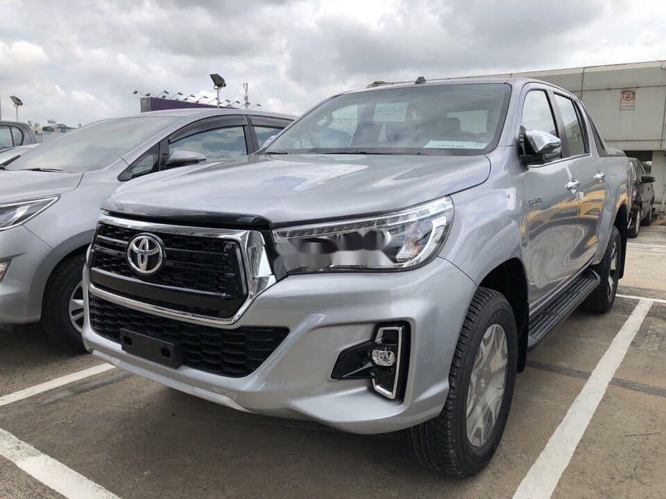 Bán Toyota Hilux đời 2019, màu bạc, nhập khẩu (1)