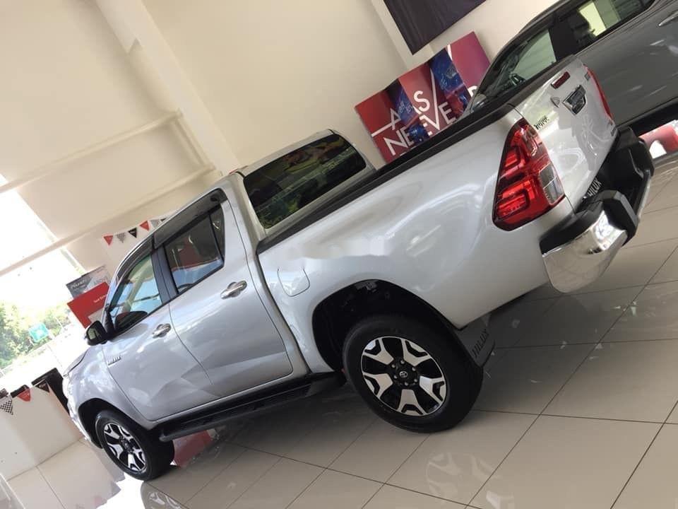 Bán Toyota Hilux đời 2019, màu bạc, nhập khẩu (5)