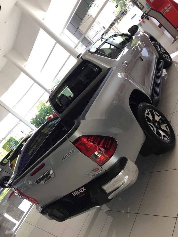 Bán Toyota Hilux đời 2019, màu bạc, nhập khẩu (4)