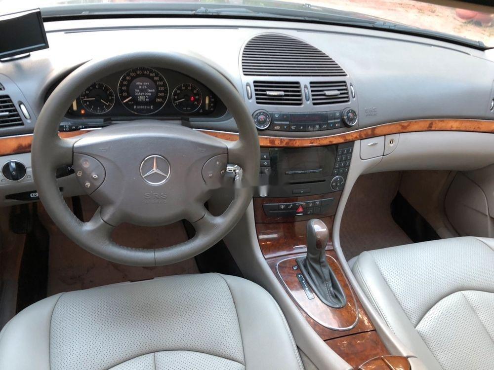 Bán xe Mercedes E class sản xuất năm 2004, giá chỉ 280 triệu (3)