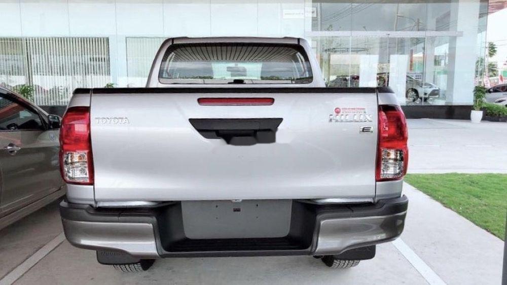 Bán xe Toyota Hilux năm sản xuất 2019, màu bạc, nhập khẩu, mới 100% (1)