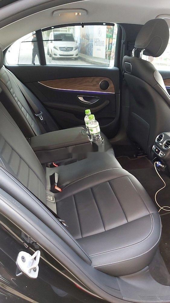 Cần bán xe Mercedes E class sản xuất năm 2018, màu đen còn mới (7)