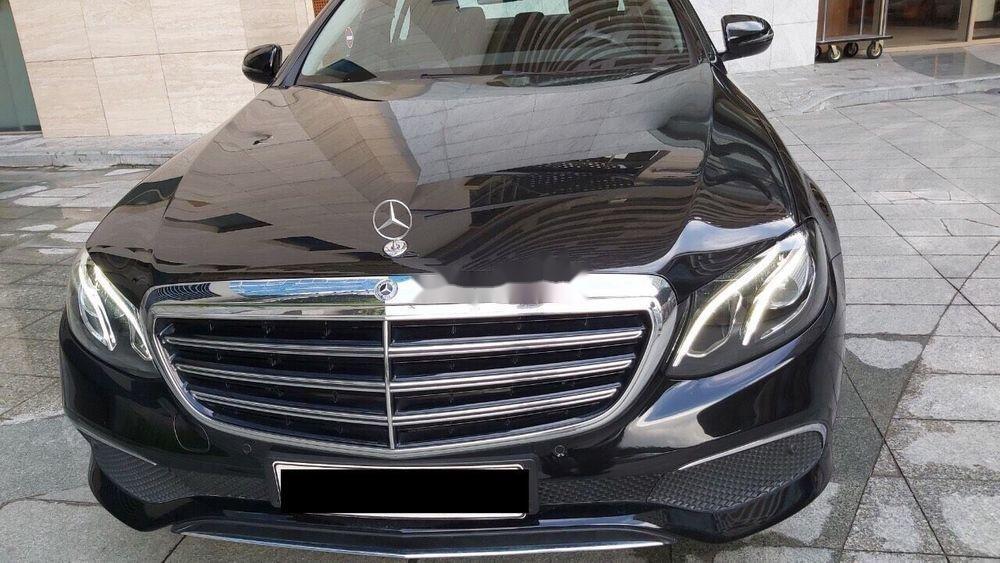 Cần bán xe Mercedes E class sản xuất năm 2018, màu đen còn mới (4)