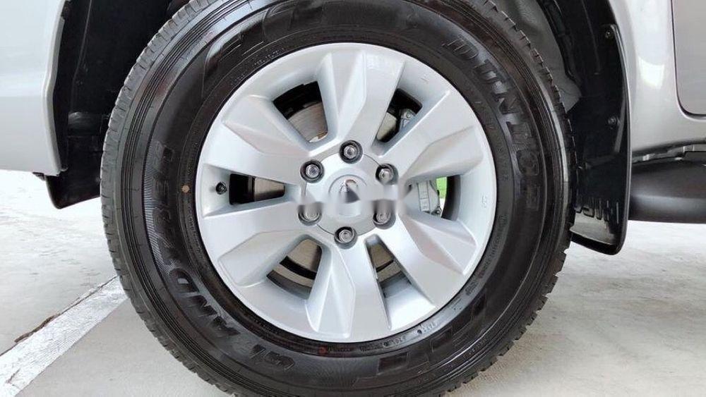 Bán xe Toyota Hilux năm sản xuất 2019, màu bạc, nhập khẩu, mới 100% (3)