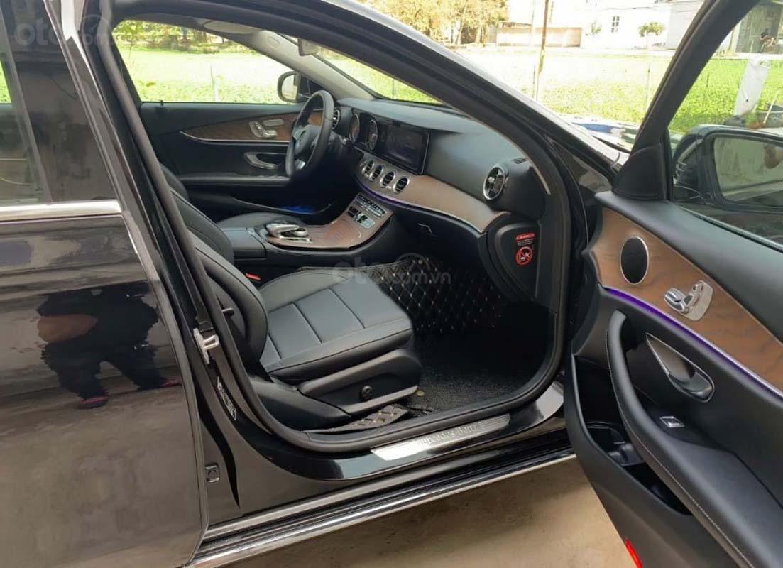 Bán ô tô Mercedes E200 sản xuất năm 2019, màu đen chính chủ (5)