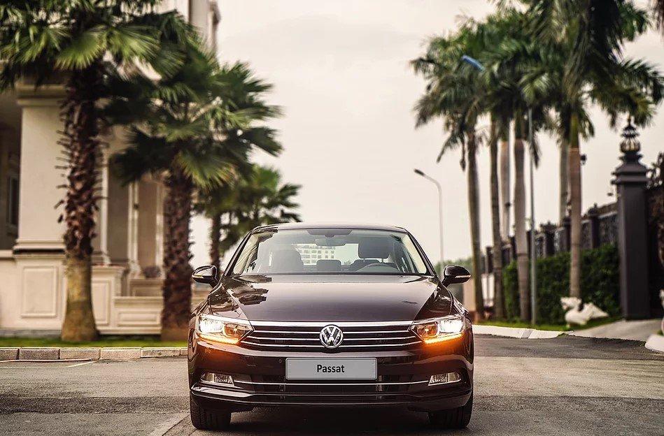 Volkswagen Passat nhận ưu đãi 140 triệu đồng quyết đấu Toyota Camry a2