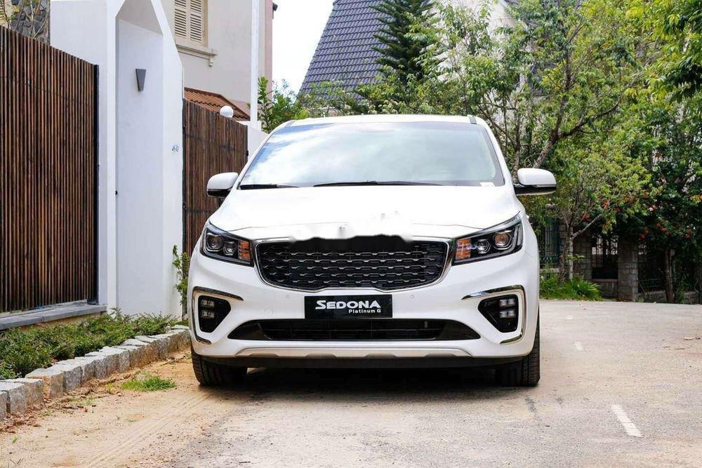 Bán ô tô Kia Sedona sản xuất năm 2019, màu trắng, xe nhập (1)