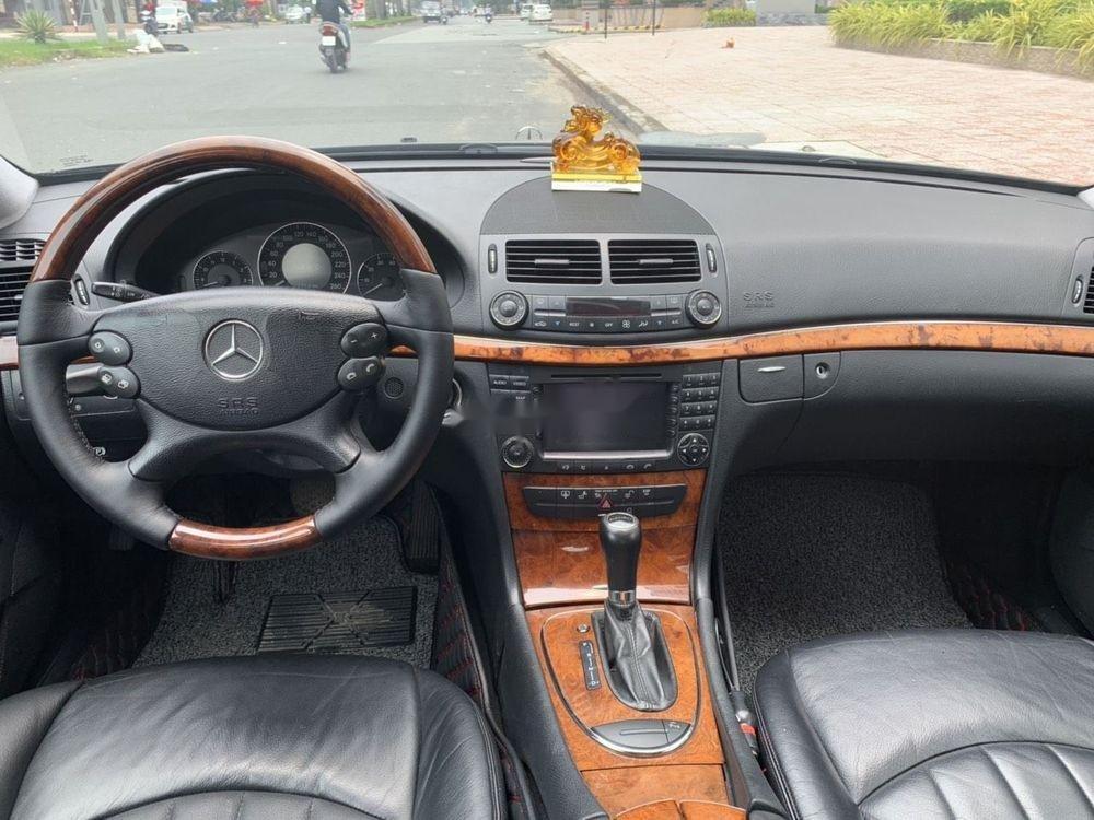 Cần bán xe Mercedes E class đời 2006, màu đen còn mới, 390tr (5)