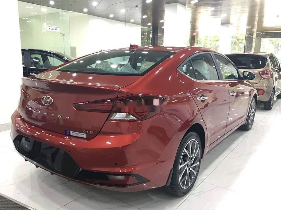Cần bán Hyundai Elantra sản xuất năm 2019 (3)