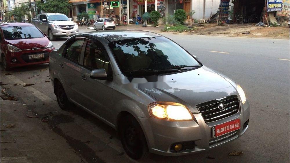 Cần bán lại xe Daewoo Gentra đời 2011, màu bạc còn mới (1)
