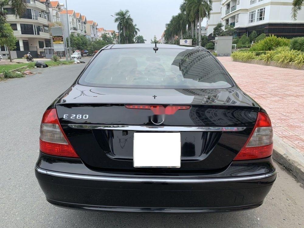 Cần bán xe Mercedes E class đời 2006, màu đen còn mới, 390tr (4)