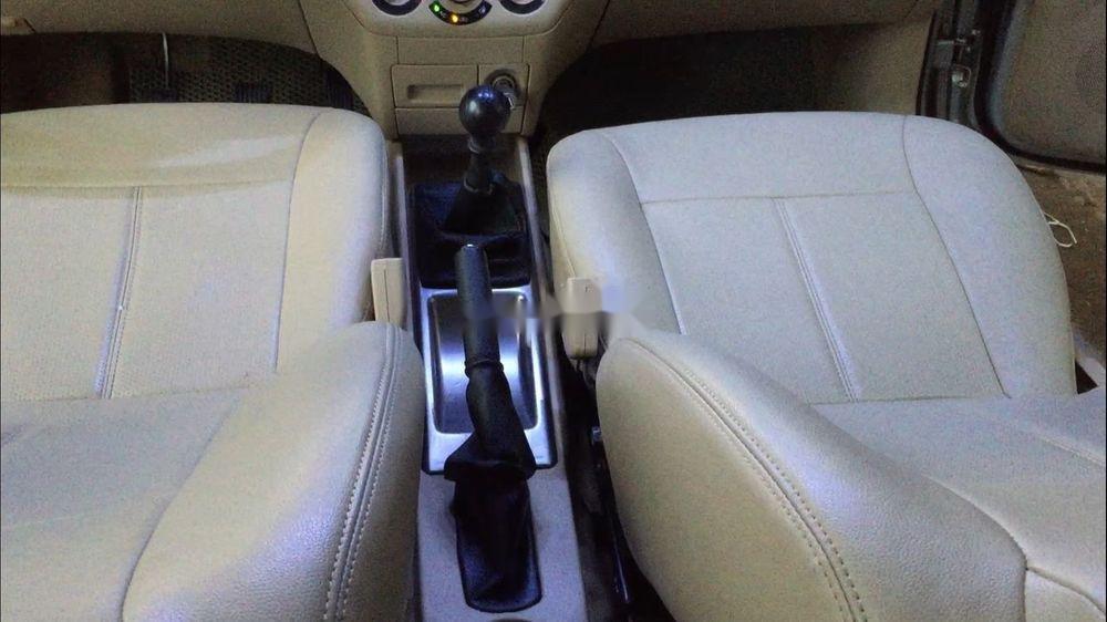 Cần bán lại xe Daewoo Gentra đời 2011, màu bạc còn mới (9)