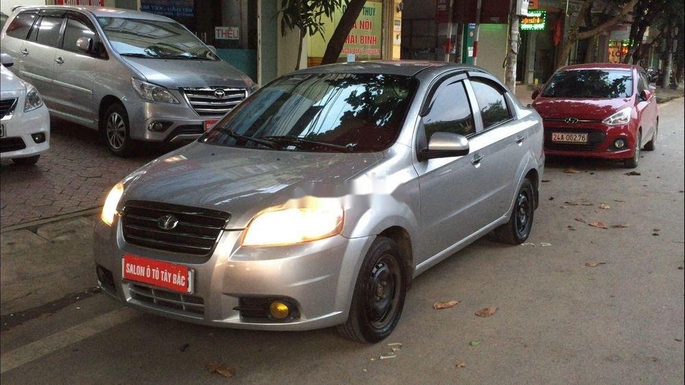 Cần bán lại xe Daewoo Gentra đời 2011, màu bạc còn mới (2)