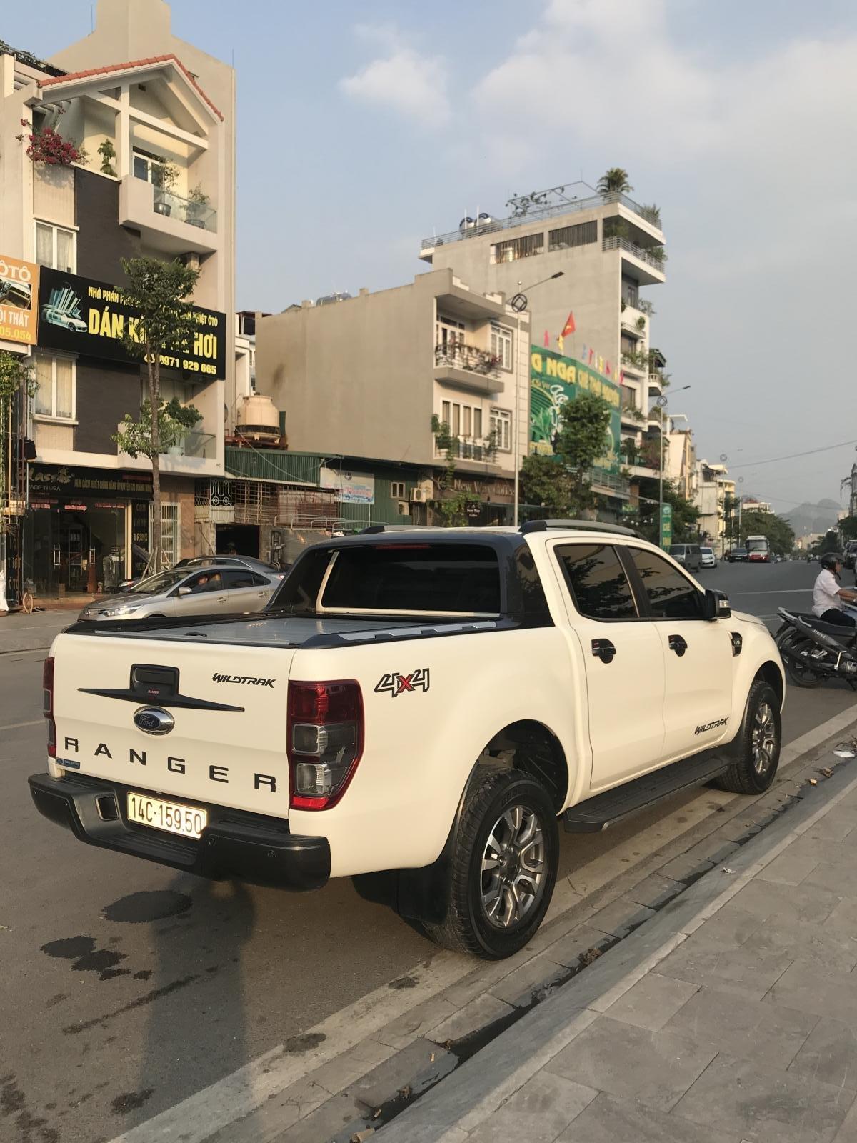 Cần bán xe Ford Ranger Wildtrak 3.2 4x4 AT đời 2016, màu trắng, xe chính chủ, nhập khẩu Thái Lan, liên hệ: 0982255966 (4)