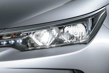 Thiết kế đèn pha trên xe Toyota Corolla Altis 2019 1