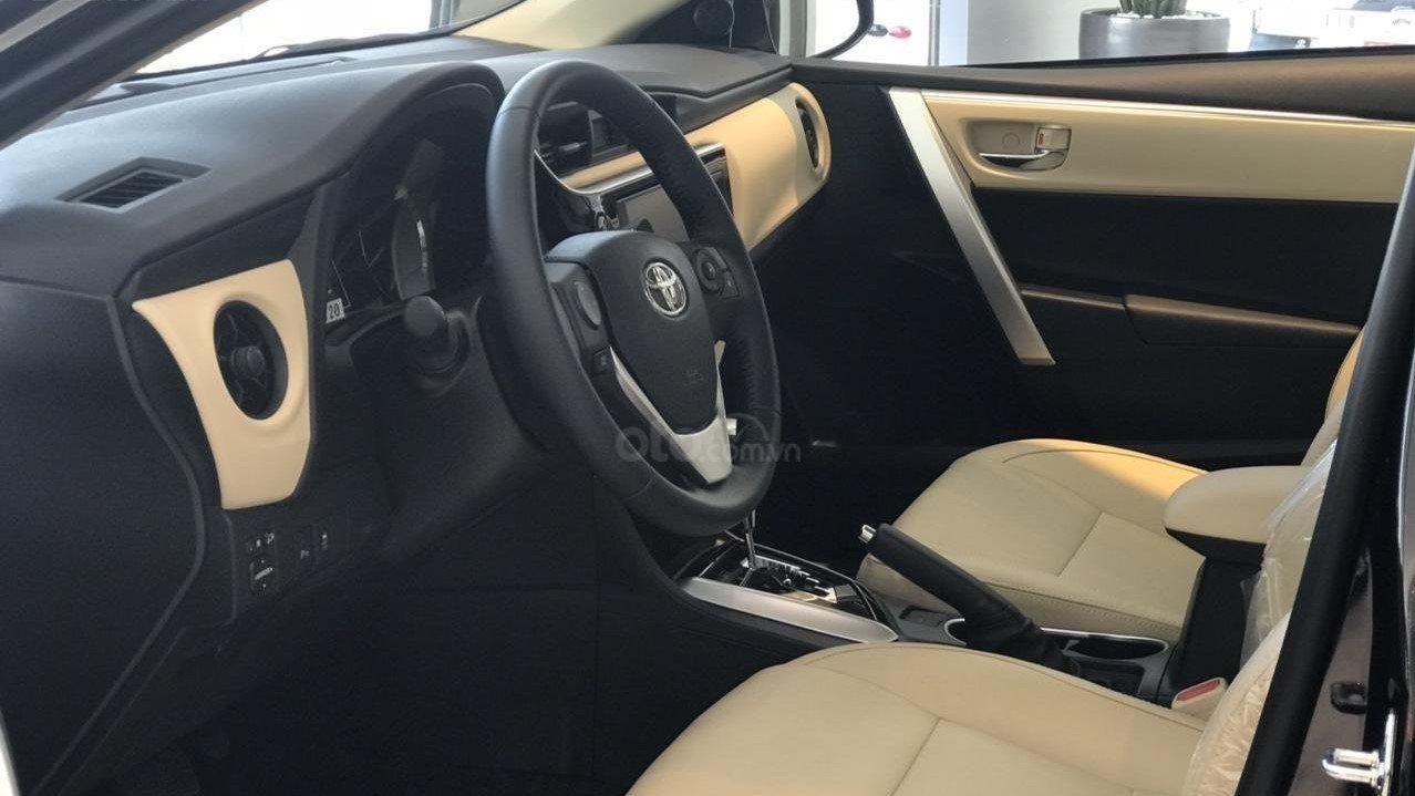 Khoang nội thất của xe Toyota Corolla Altis 2019  1