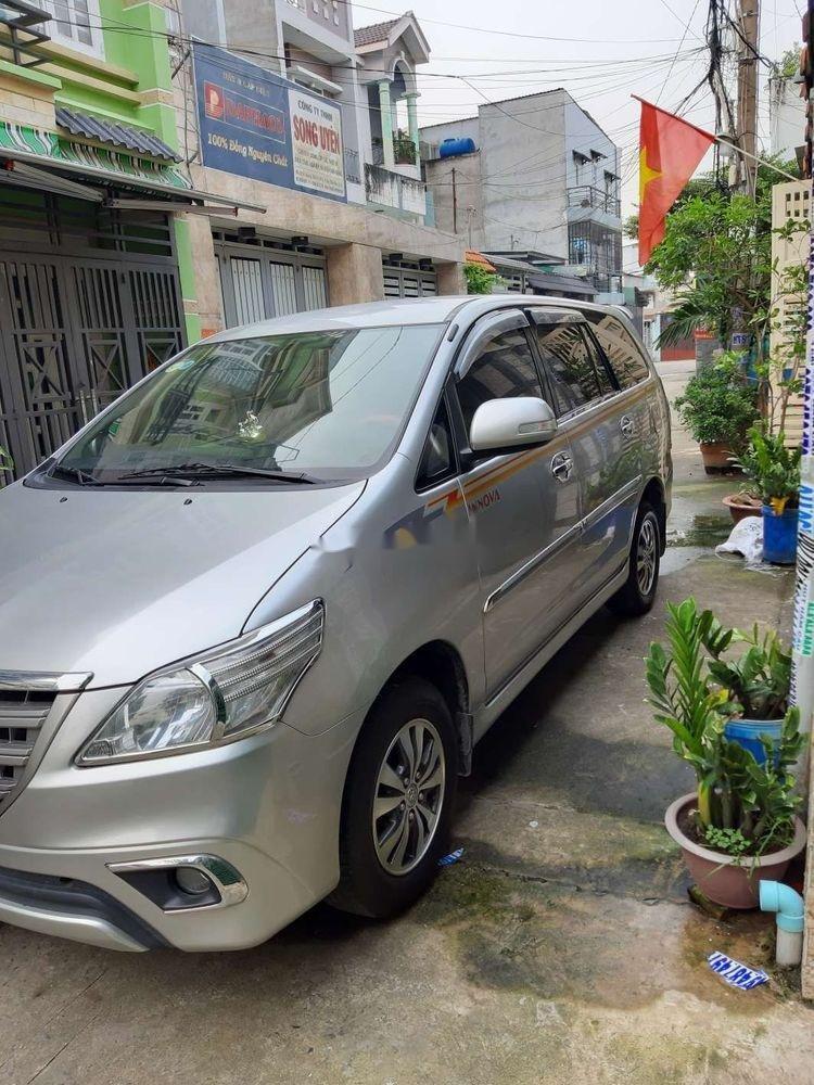 Cần bán xe Toyota Innova năm 2015, màu bạc (5)