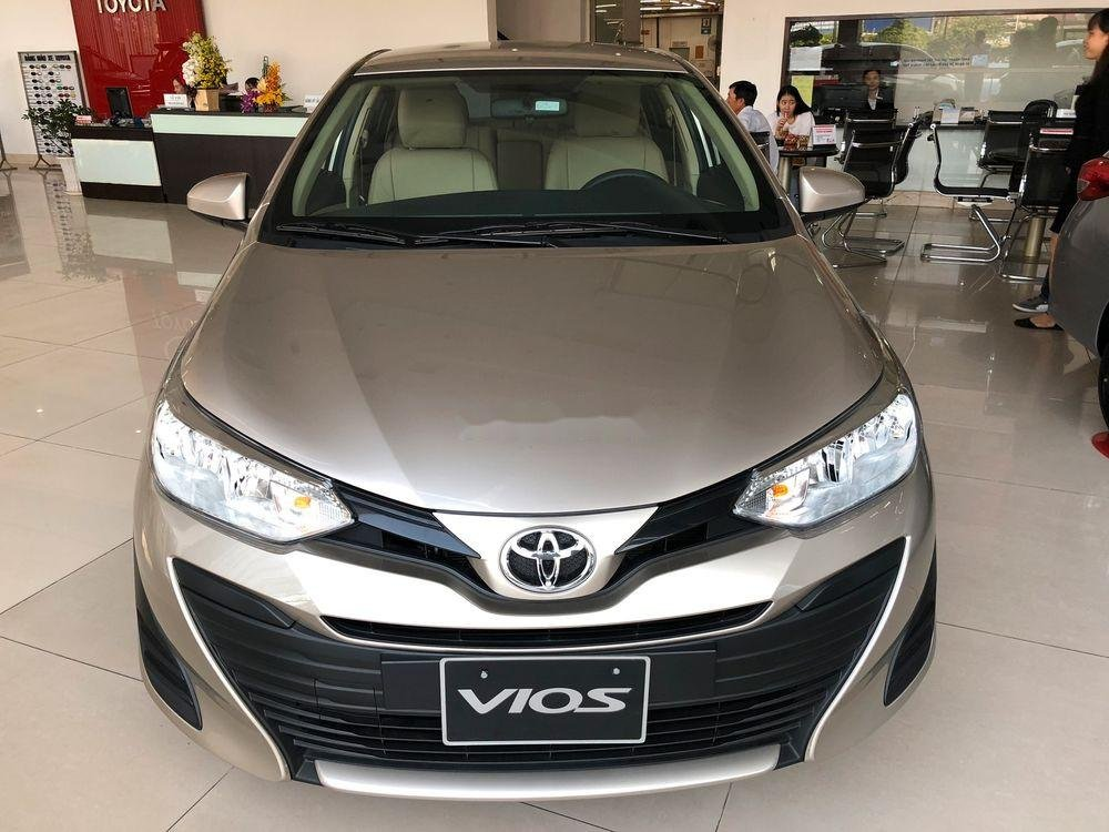 Bán xe Toyota Vios đời 2019, màu vàng cát, mới hoàn toàn (1)