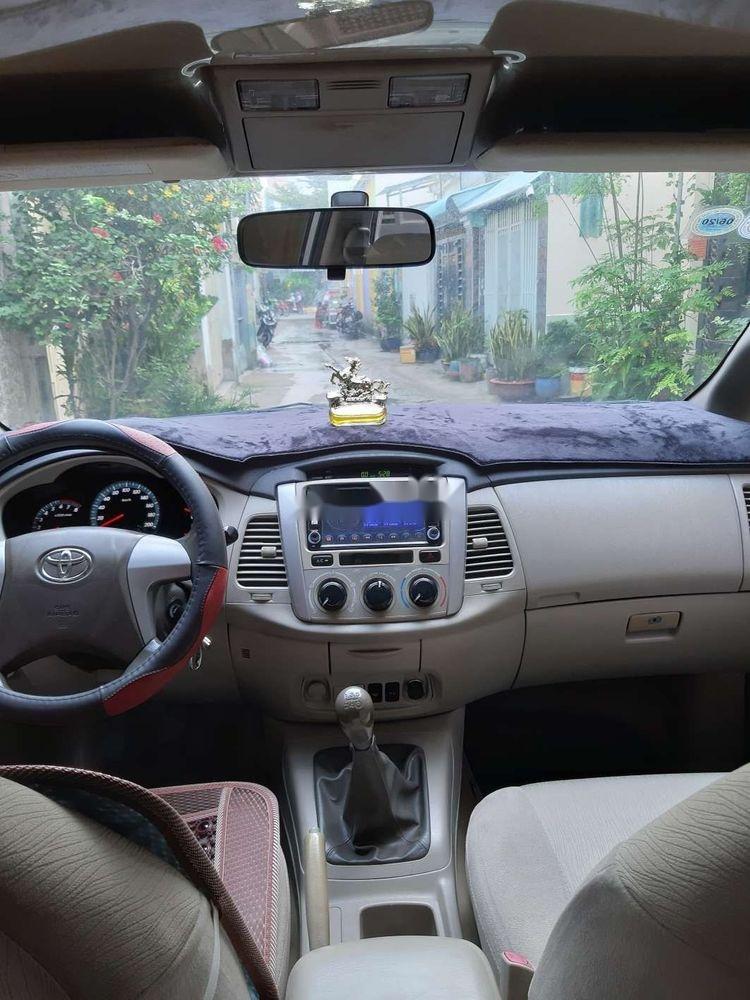 Cần bán xe Toyota Innova năm 2015, màu bạc (4)
