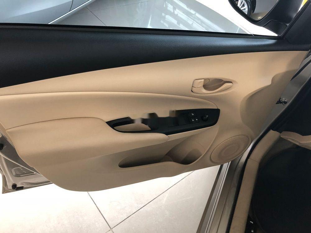 Bán xe Toyota Vios đời 2019, màu vàng cát, mới hoàn toàn (4)