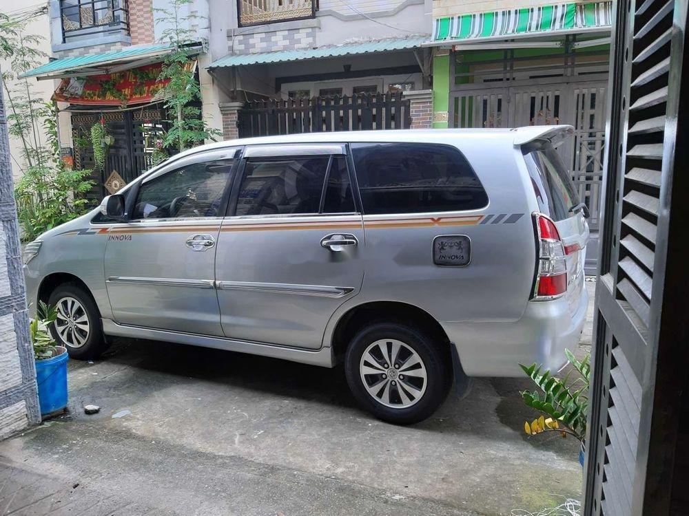 Cần bán xe Toyota Innova năm 2015, màu bạc (3)