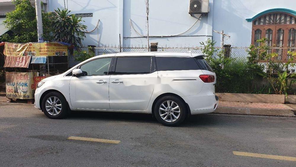 Bán xe Kia Sedona 2018, màu trắng, xe nhập, mới 100% (2)