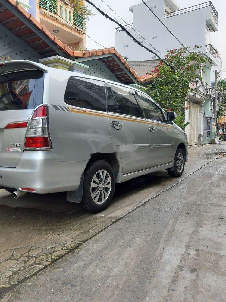 Cần bán xe Toyota Innova năm 2015, màu bạc (2)