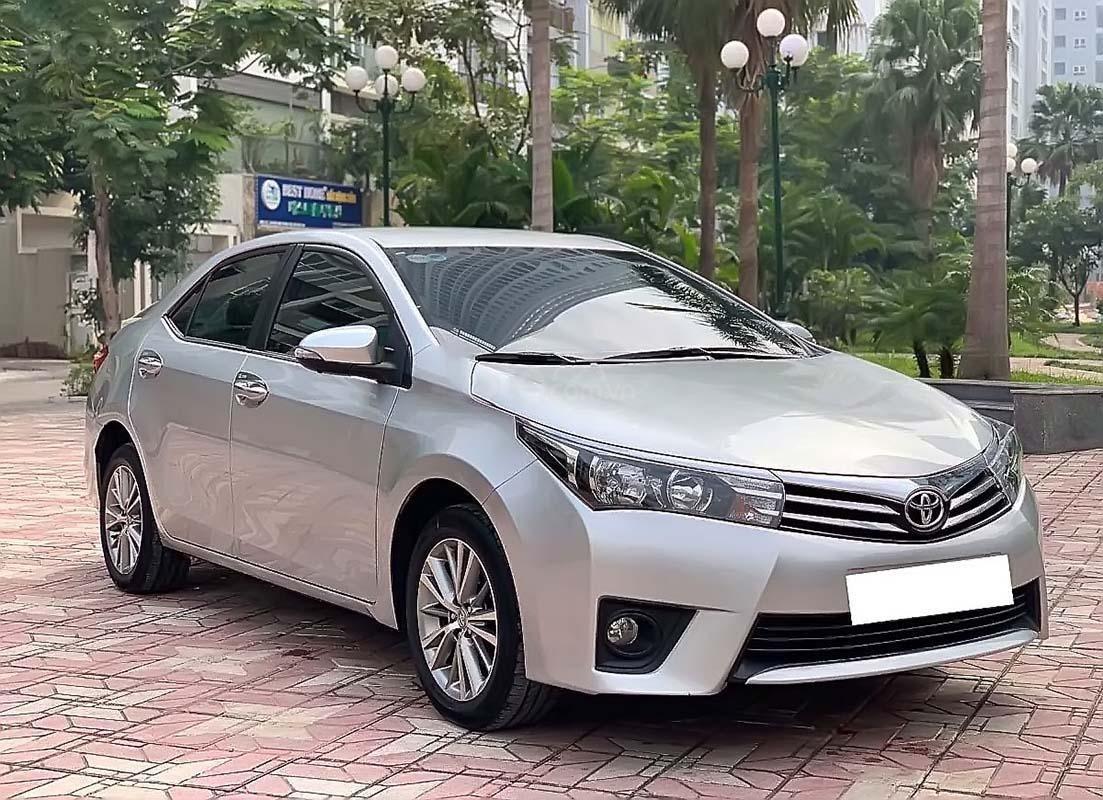 Bán xe Toyota Corolla Altis đời 2014, màu bạc số tự động, 569 triệu xe nguyên bản (1)