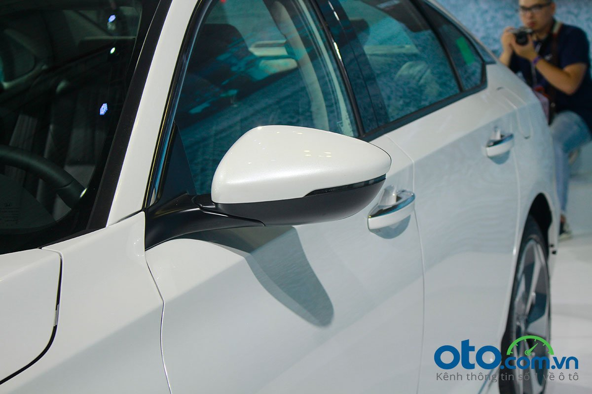 So sánh xe Kia Optima 2019 và Honda Accord 2020 về thiết kế thân xe - Ảnh 7.