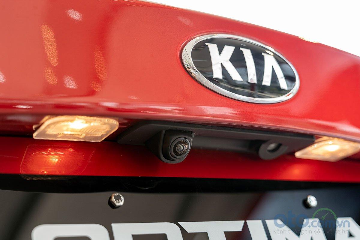So sánh xe Kia Optima 2019 và Honda Accord 2020 về thiết kế đuôi xe - Ảnh 5.