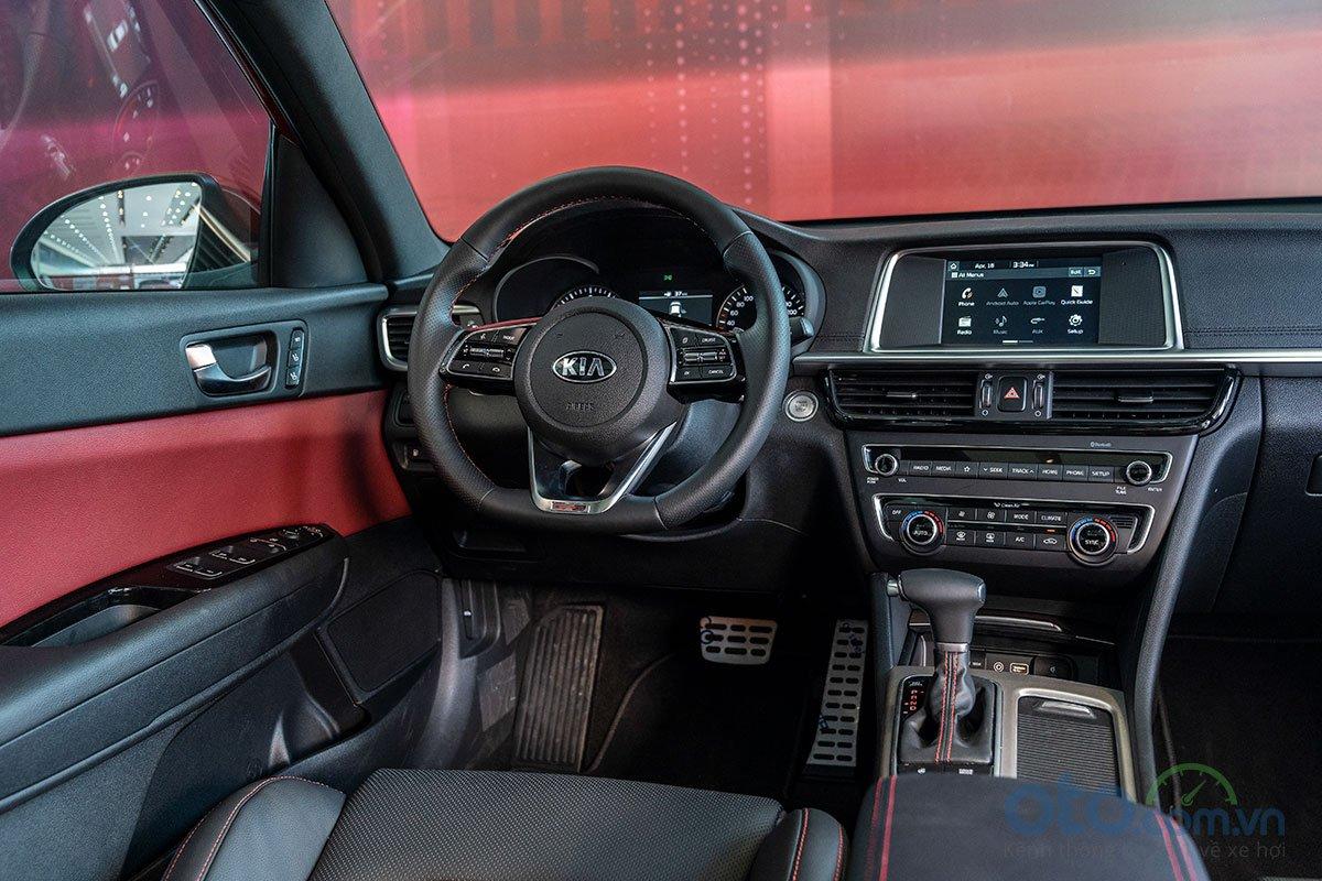 So sánh xe Kia Optima 2019 và Honda Accord 2020 về nội thất.