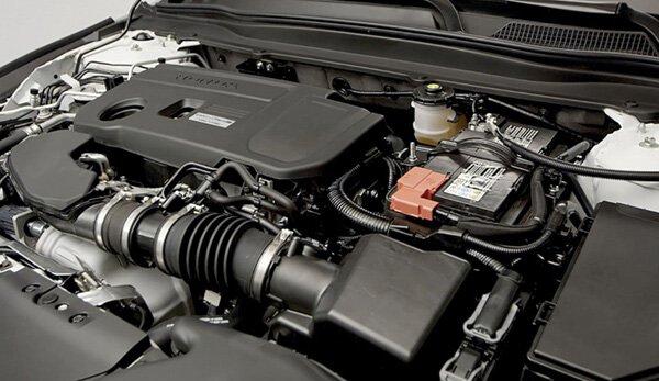 Xe có tùy chọn hai loại động cơ gồm Xăng 1.5L tăng áp và 2.0L Hybrid