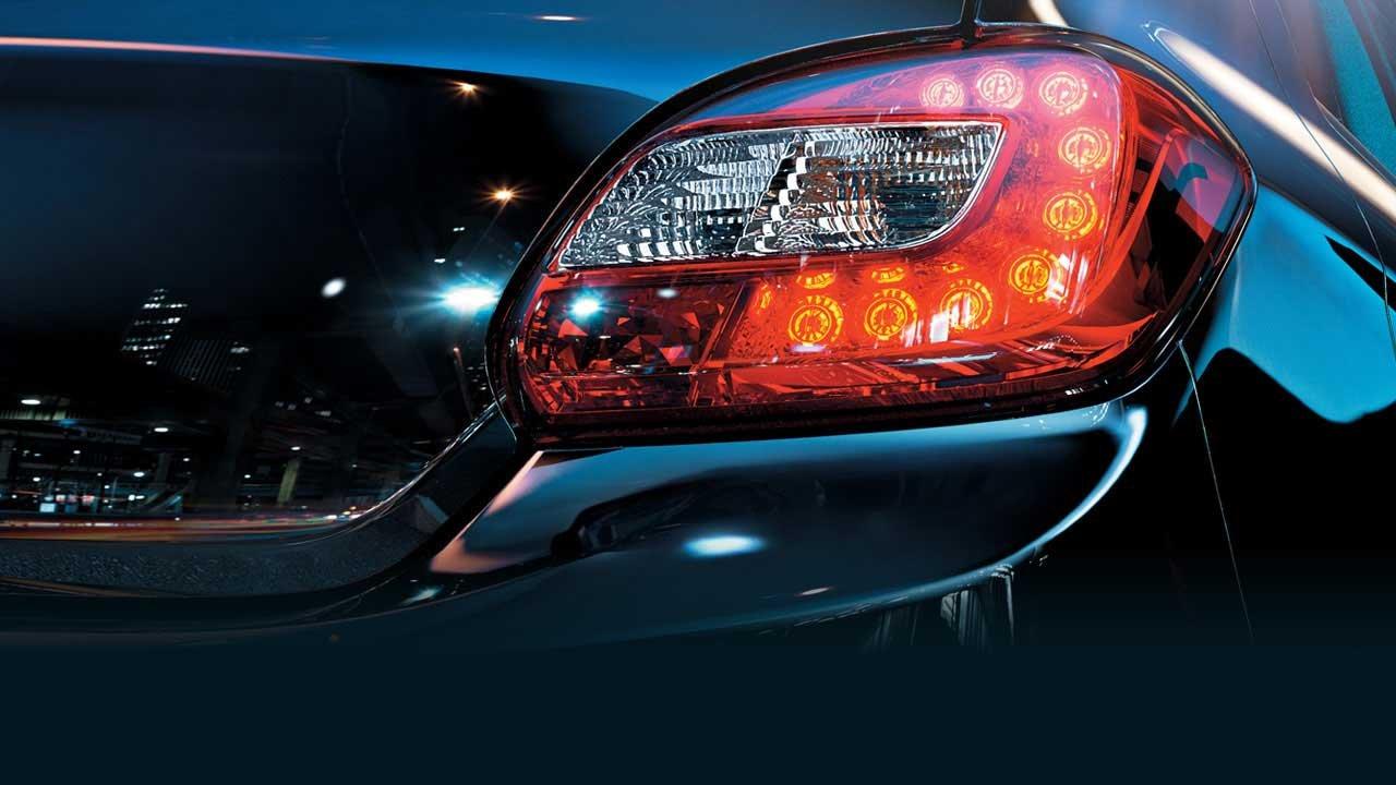 Đèn sau sử dụng bóng LED giúp phần đuôi xe hiện đại và năng động hơn