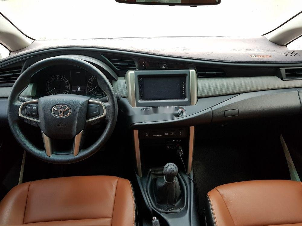 Bán xe Toyota Innova đời 2018, màu bạc số sàn (7)