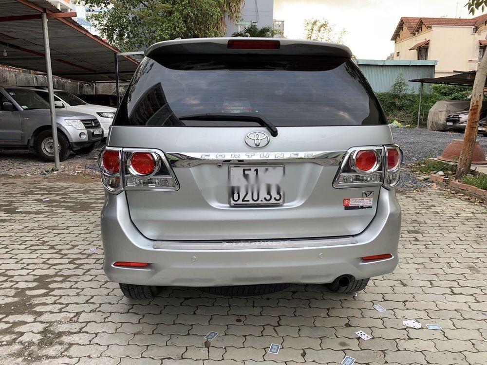 Cần bán gấp Toyota Fortuner đời 2012, màu bạc còn mới (2)