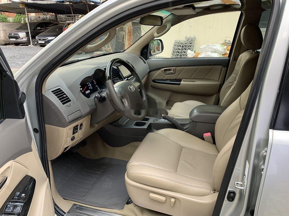 Cần bán gấp Toyota Fortuner đời 2012, màu bạc còn mới (4)