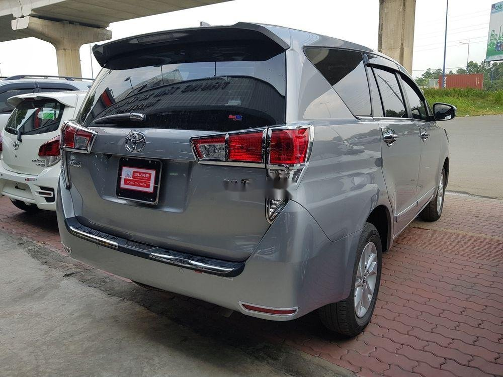 Bán xe Toyota Innova đời 2018, màu bạc số sàn (3)