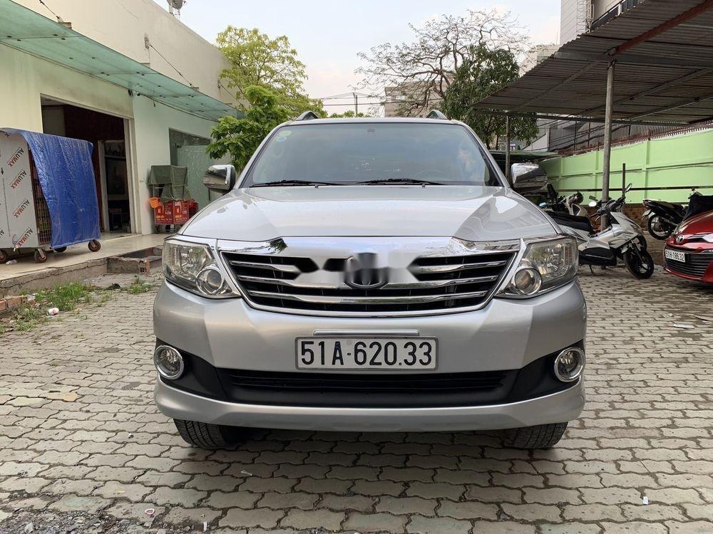 Cần bán gấp Toyota Fortuner đời 2012, màu bạc còn mới (3)