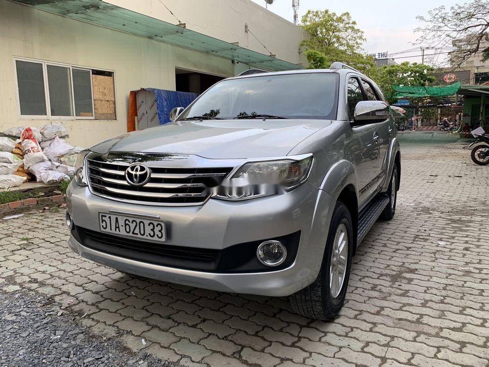 Cần bán gấp Toyota Fortuner đời 2012, màu bạc còn mới (1)