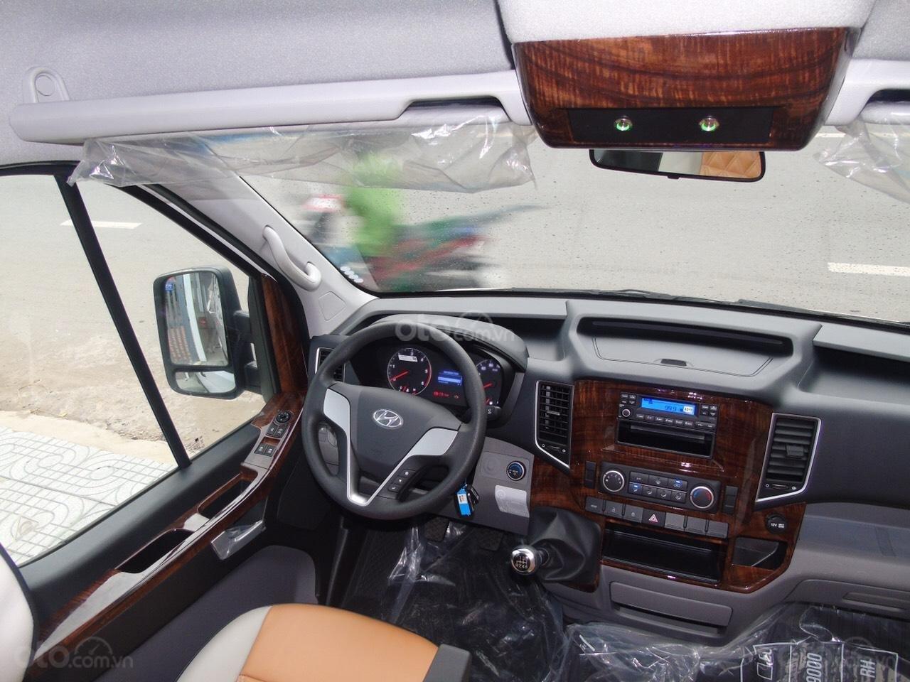Bán xe Hyundai Solati năm sản xuất 2019, màu bạc, giá tốt (4)