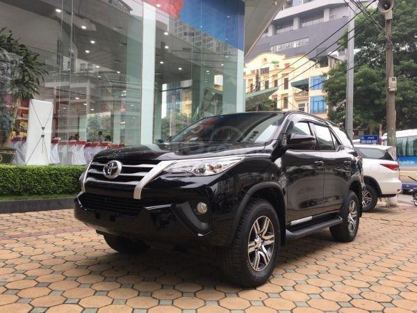 Toyota Fortuner 2019 số sàn 2.4 máy dầu, giá tốt. Mua xe trả góp lãi suất 0% (1)