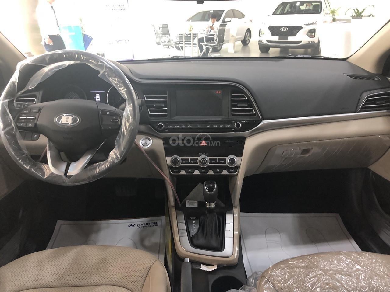 Cần bán xe Hyundai Elantra 1.6AT đời 2019, màu đen, giá cạnh tranh (4)