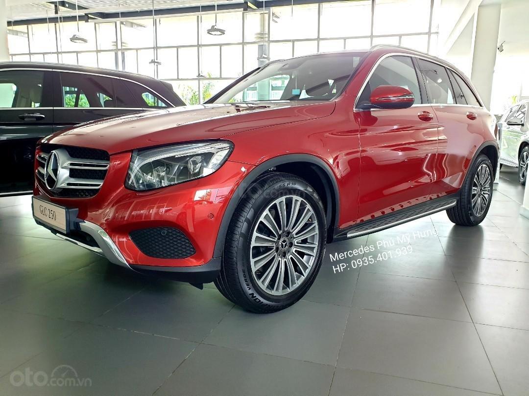 Giá Mercedes GLC 250 4Matic 2019, ưu đãi tết 2020, giảm giá trực tiếp, gói phụ kiện 50tr chính hãng (1)