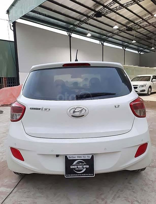 Cần bán gấp Hyundai Grand i10 đời 2016, màu trắng, xe nhập chính hãng (2)