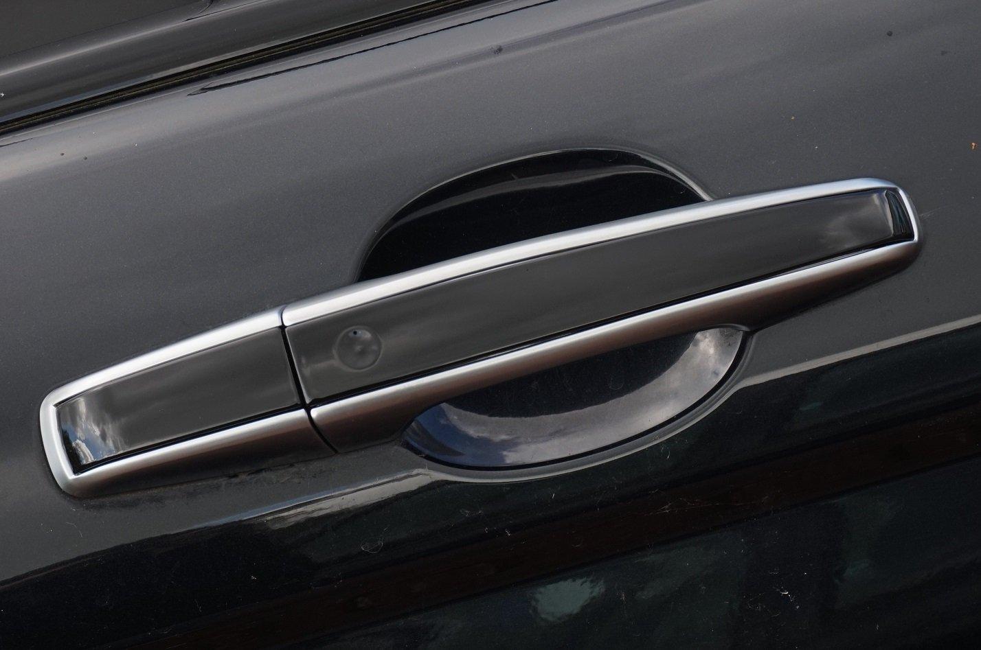 Bạn nên tìm cửa xe mới phù hợp với ô tô của mình.