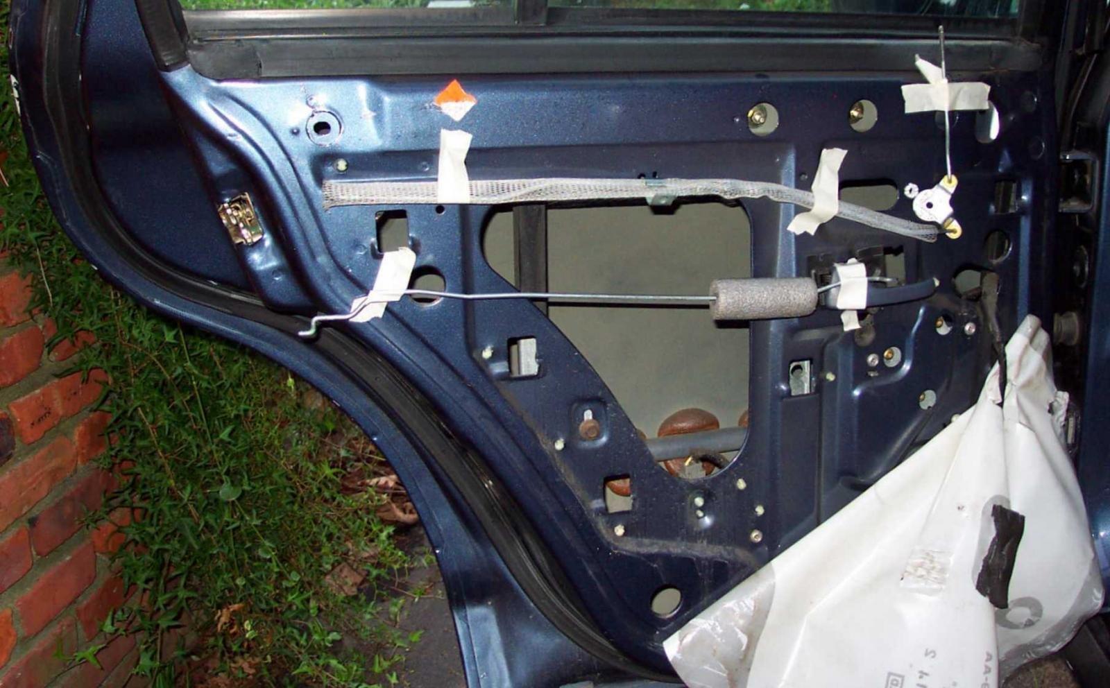 Hình ảnh cơ chế khóa của cửa xe ô tô.
