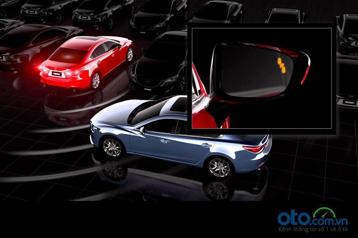 Đánh giá xe Mazda 3 Sport 2020 2.0L Premium: Hệ thống cảnh báo va chạm phía sau.